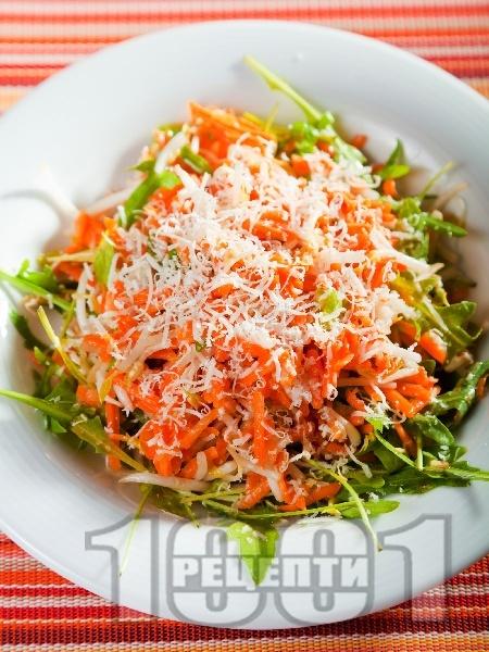 Салата от моркови, кълнове, рукола и пармезан - снимка на рецептата